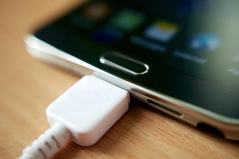 Posibilitati De Incarcare A Unui Smartphone