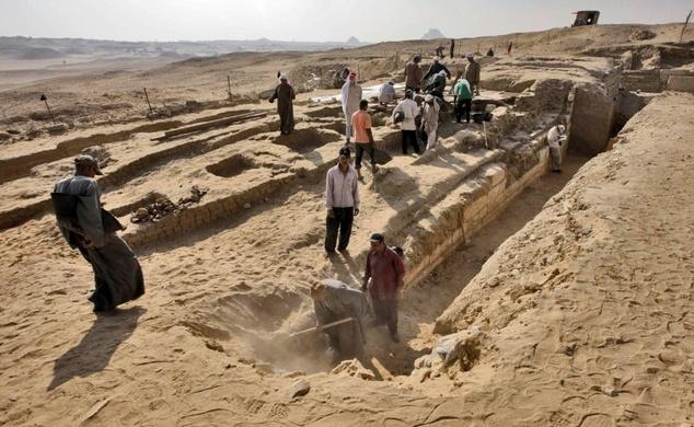 O Barca Veche De 4500 De Ani A Fost Descoperita In Apropierea Piramidelor Din Egipt